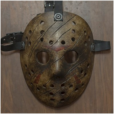 AUZ vs Hockey Mask - Clawed Version
